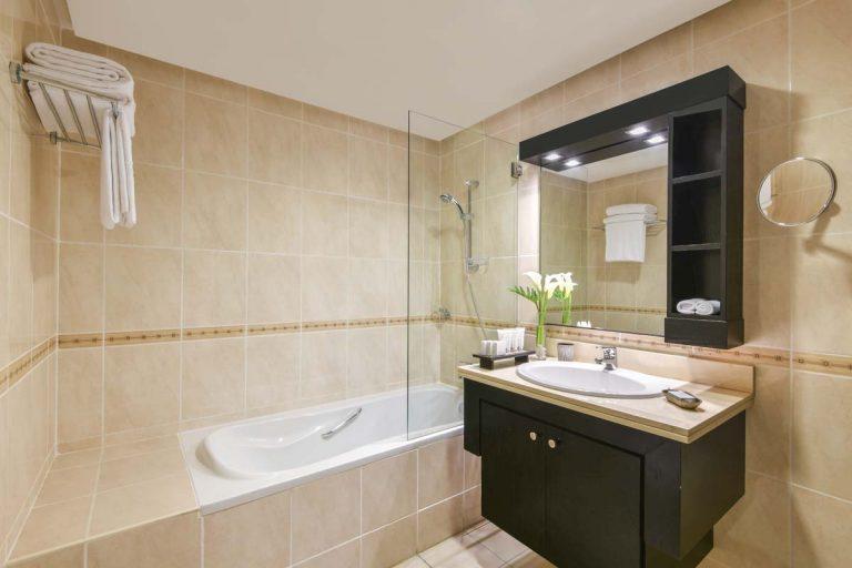 3 bedroom apartment_bathroom